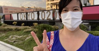 """Cindy Hsieh in front of a """"Tokyo 2020"""" sign"""